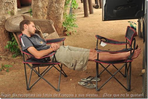 Algún día recopilaré las fotos de François y sus siestas...  ¡Dice que no le gustan!